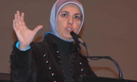Kenapa muslimah menutup aurat di musuhi?