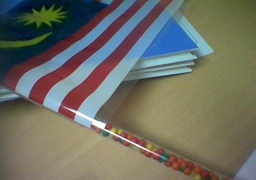 Kisah Bendera Plastik